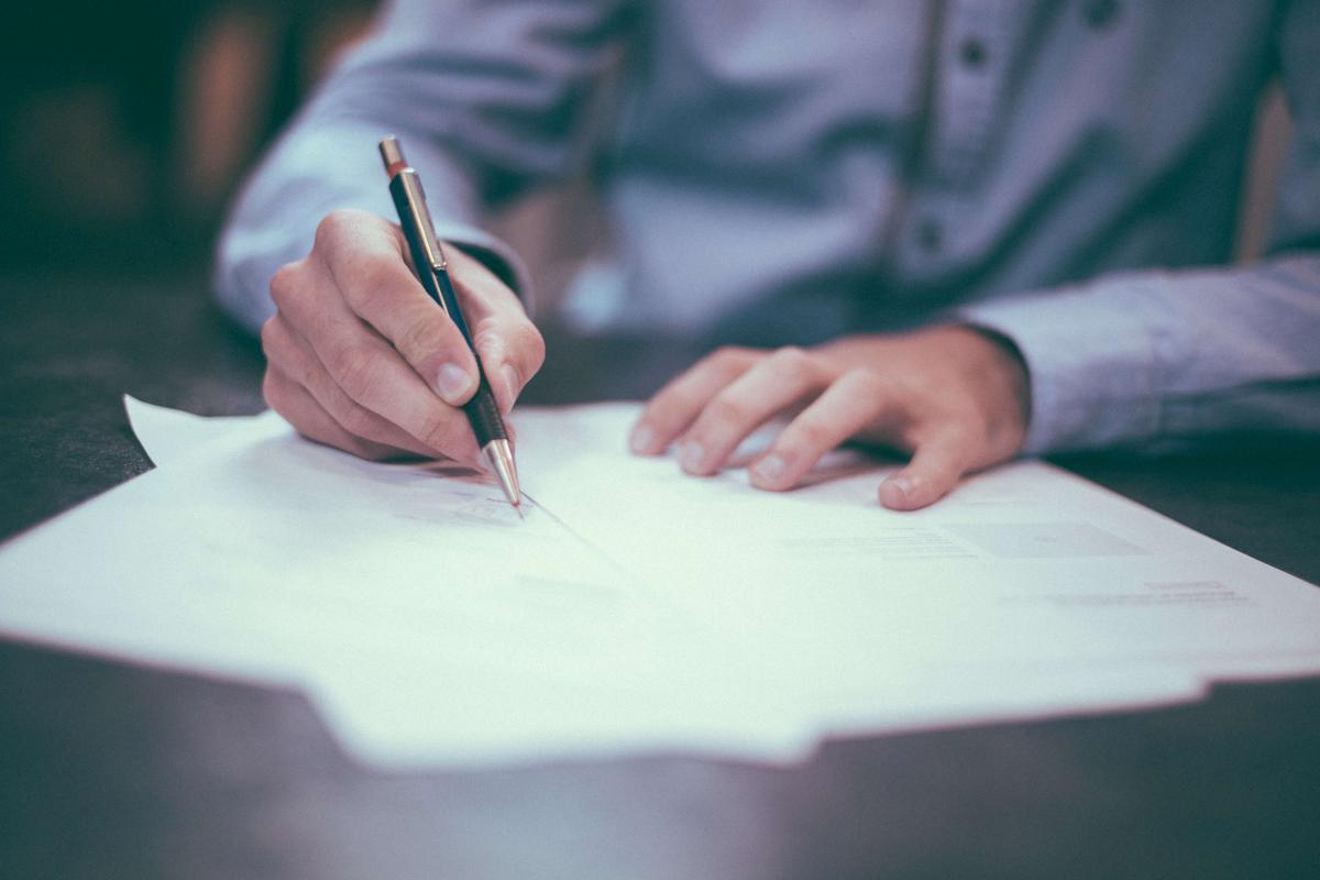 Difficultés économiquesde l'entrepriseet droit du travail: les solutions envisageables. Licenciement économique, modification du contrat de travail, accord de performance collective (APC)